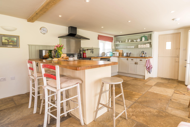 Crepe Farm Cottage kitchen